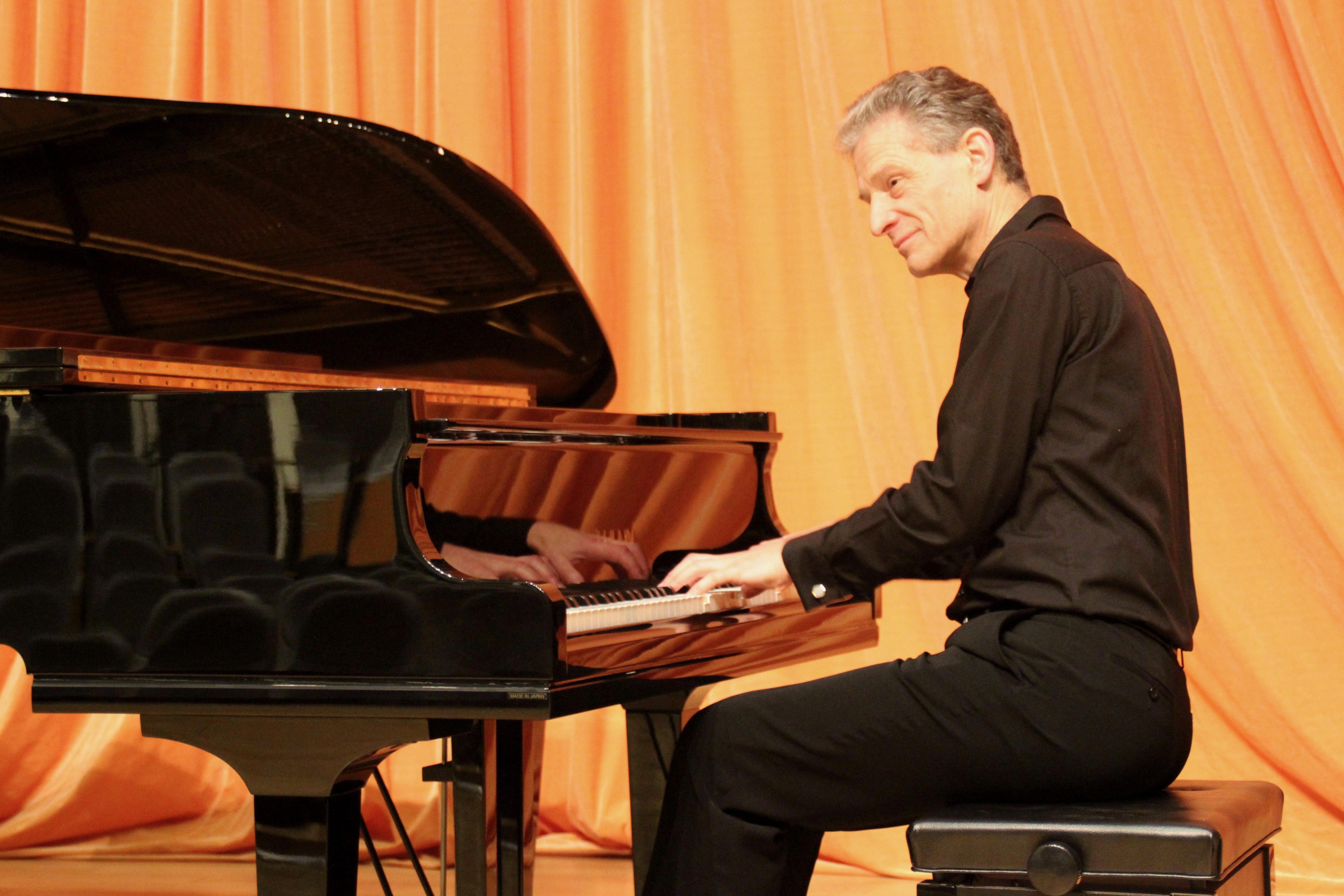 World Class Pianist Dr Julian Hellaby